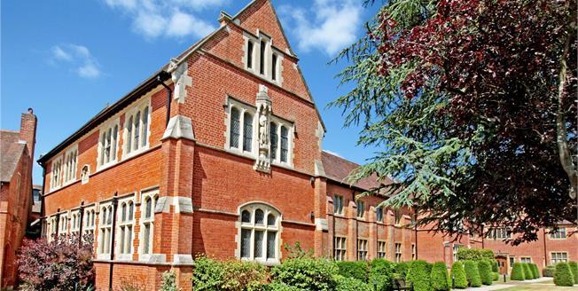 Guide Price £399,999, 2 Bedroom Flat For Sale in Upper Woolhampton, RG7