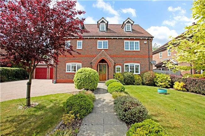 Guide Price £825,000, 6 Bedroom Detached House For Sale in Thatcham, Berkshire, RG19