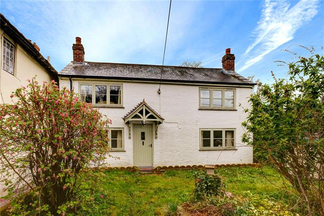 Guide Price £325,000, 2 Bedroom Detached House For Sale in Kingsclere, RG20