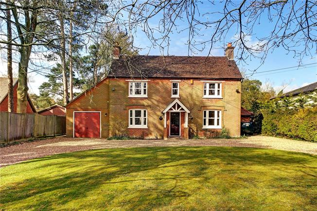 Guide Price £799,000, 4 Bedroom Detached House For Sale in Cold Ash, RG18