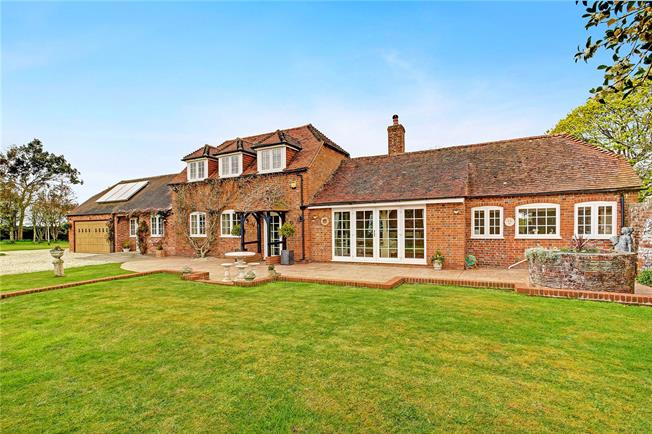 Guide Price £765,000, 4 Bedroom Detached House For Sale in Wickham, RG20