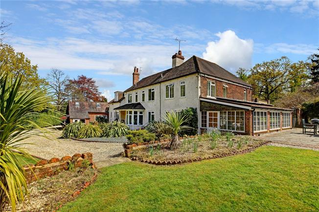 Guide Price £1,975,000, 5 Bedroom Detached House For Sale in Reading, Berkshire, RG7