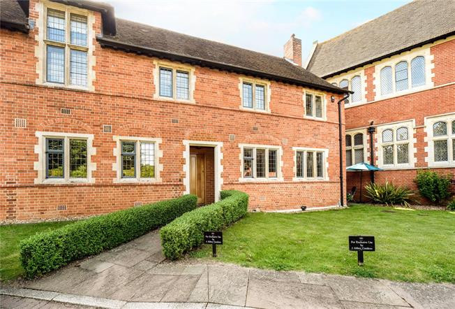 Guide Price £597,500, 3 Bedroom Mews House For Sale in Reading, Berkshire, RG7