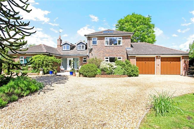 Guide Price £950,000, 5 Bedroom Detached House For Sale in Wildhern, SP11