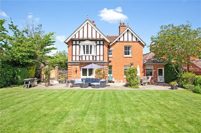 Guide Price £1,200,000, 4 Bedroom Detached House For Sale in Newbury, RG14