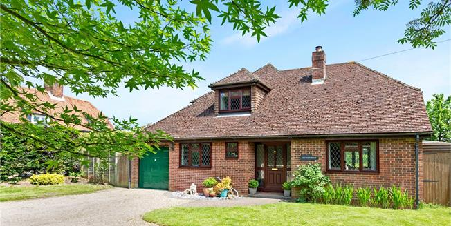 Guide Price £635,000, 4 Bedroom Detached House For Sale in Chaddleworth, RG20