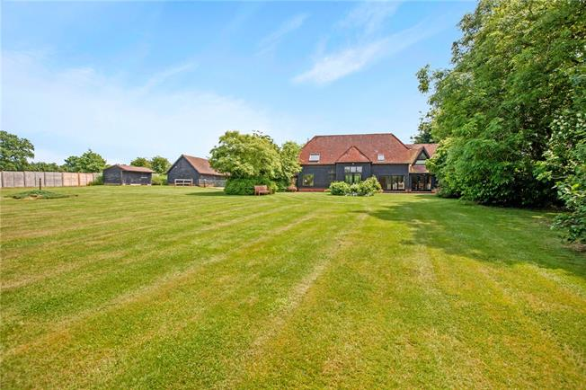 Guide Price £1,200,000, 6 Bedroom Detached House For Sale in Sulhamstead, RG7