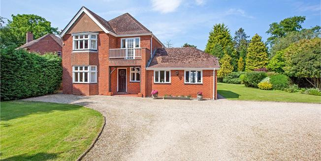 Guide Price £850,000, 4 Bedroom Detached House For Sale in Greenham, RG19