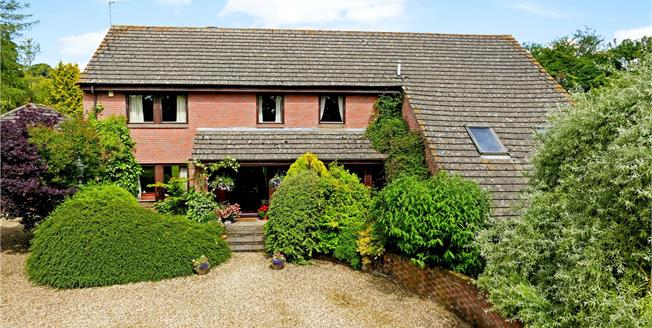 Guide Price £875,000, 5 Bedroom Detached House For Sale in Upper Lambourn, RG17