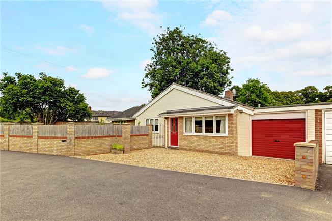 Guide Price £449,950, 4 Bedroom Bungalow For Sale in Hurstbourne Tarrant, SP11