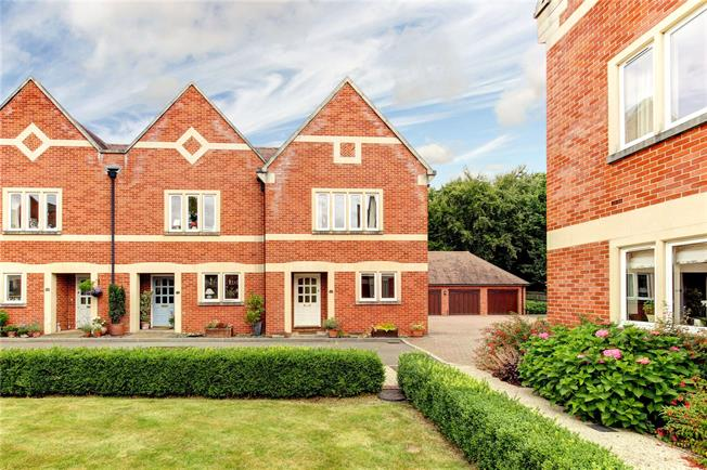 Guide Price £395,000, 2 Bedroom Semi Detached House For Sale in Upper Woolhampton, RG7