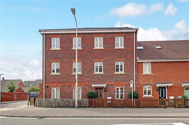 Guide Price £349,995, 4 Bedroom Terraced House For Sale in Thatcham, RG19