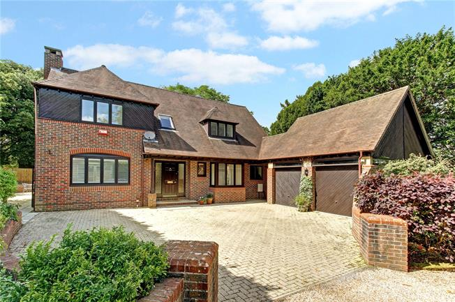 Guide Price £995,000, 4 Bedroom Detached House For Sale in Speen, RG14