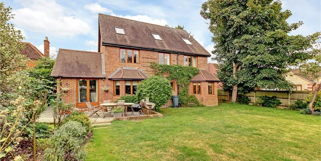 Guide Price £765,000, 5 Bedroom Detached House For Sale in Reading, Berkshire, RG7