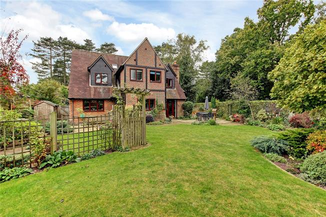 Guide Price £725,000, 4 Bedroom Detached House For Sale in Cold Ash, RG18