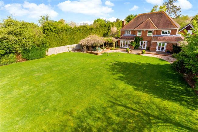Guide Price £995,000, 4 Bedroom Detached House For Sale in Kintbury, RG17