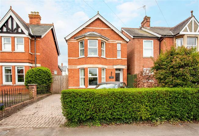 Offers in excess of £560,000, 3 Bedroom Detached House For Sale in Berkshire, RG14