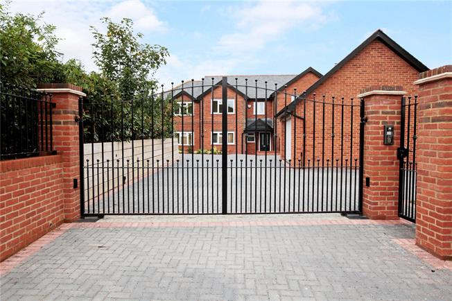 Offers in excess of £750,000, 4 Bedroom Detached House For Sale in Berkshire, RG17