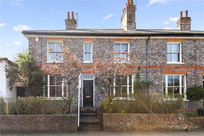 Guide Price £400,000, 3 Bedroom Semi Detached House For Sale in Newbury, Berkshire, RG14