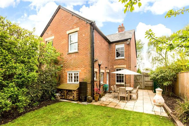 Guide Price £385,000, 2 Bedroom Semi Detached House For Sale in Newbury, RG14