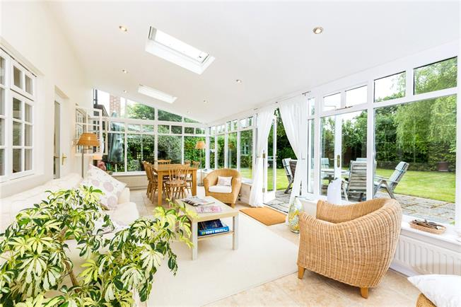 Guide Price £635,000, 4 Bedroom Detached House For Sale in Hungerford, Berkshire, RG17