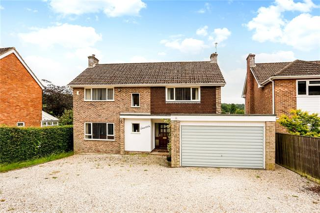 Guide Price £550,000, 4 Bedroom Detached House For Sale in Hermitage, RG18