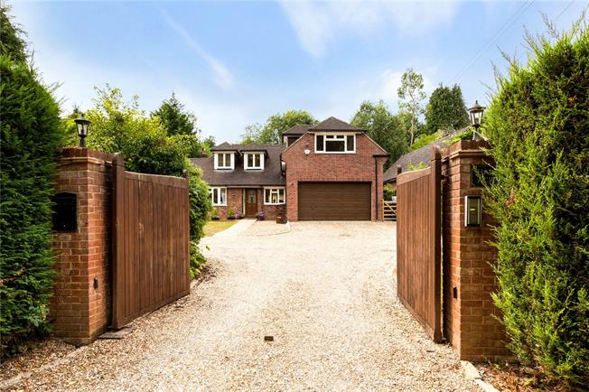 Guide Price £900,000, 4 Bedroom Detached House For Sale in Midgham, RG7