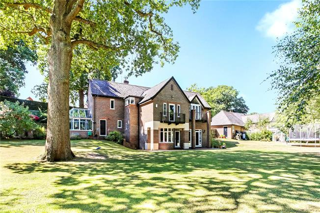 Guide Price £950,000, 5 Bedroom Detached House For Sale in Burghfield Common, RG7