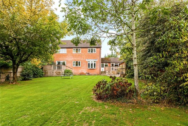 Guide Price £700,000, 4 Bedroom Detached House For Sale in Speen, RG14