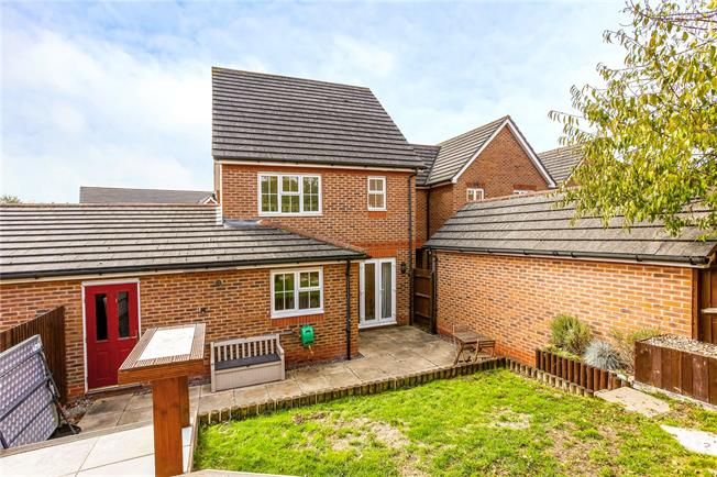 Guide Price £350,000, 3 Bedroom Semi Detached House For Sale in Newbury, RG14