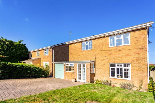 Guide Price £565,000, 4 Bedroom Detached House For Sale in Newbury, RG14