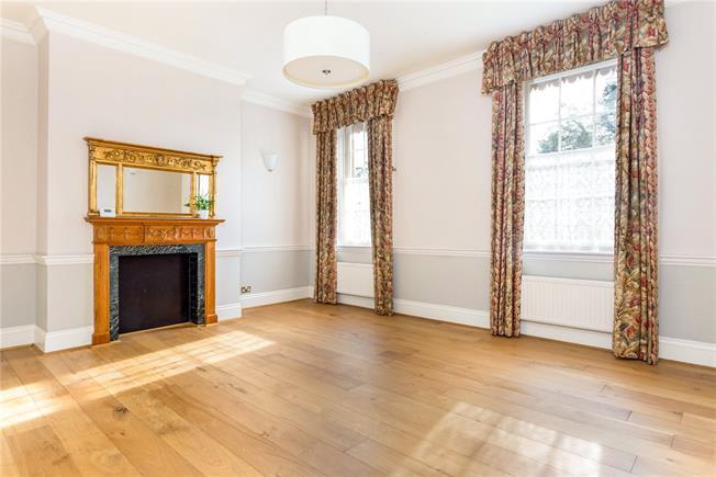 Asking Price £275,000, 2 Bedroom Flat For Sale in Newbury, RG14