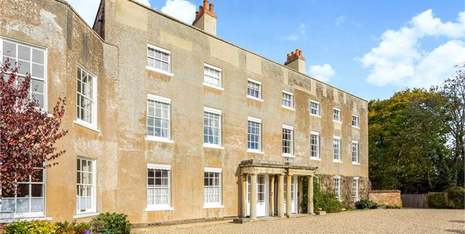 Guide Price £400,000, 2 Bedroom Flat For Sale in Newbury, RG14