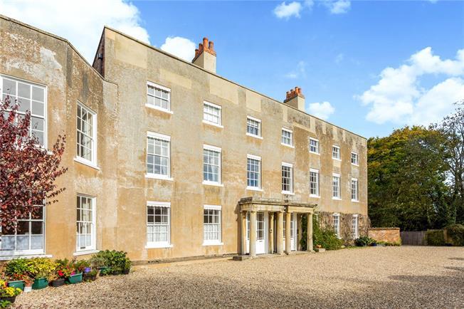 Guide Price £400,000, 2 Bedroom Flat For Sale in Newbury, RG14