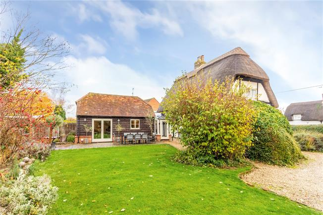 Offers in excess of £895,000, 4 Bedroom Detached House For Sale in Wantage, OX12