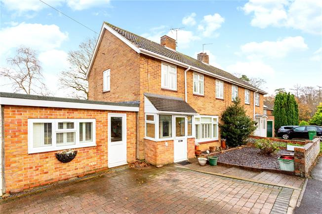 Guide Price £325,000, 3 Bedroom Semi Detached House For Sale in Newbury, RG14