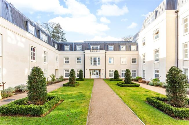 Asking Price £495,000, 2 Bedroom Flat For Sale in Kintbury, RG17