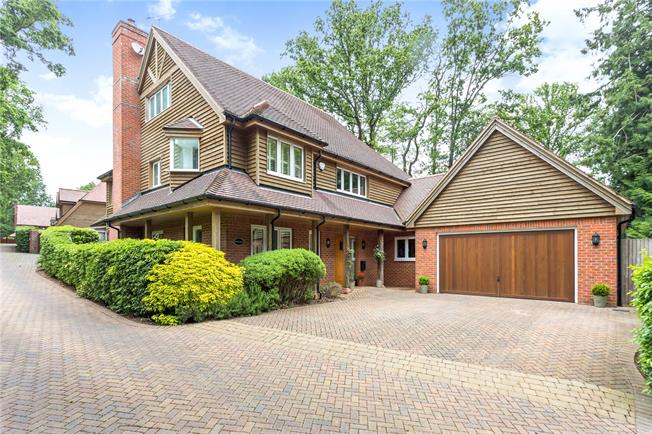 Asking Price £860,000, 4 Bedroom Detached House For Sale in Newbury, Hampshire, RG20