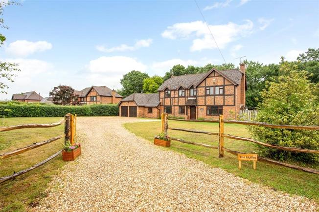 Asking Price £1,195,000, 6 Bedroom Detached House For Sale in Beenham, RG7