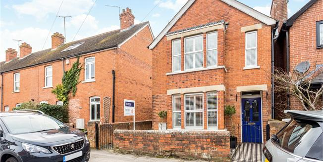 Asking Price £550,000, 4 Bedroom Detached House For Sale in Newbury, RG14