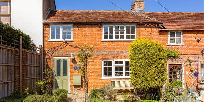 Offers in excess of £275,000, 2 Bedroom Flat For Sale in Speen, RG14