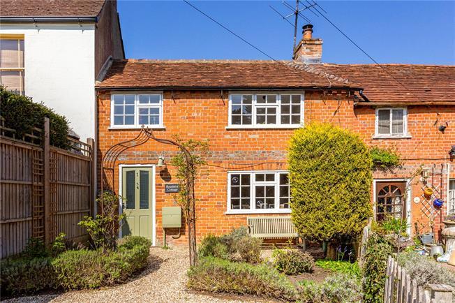 Offers in excess of £275,000, 2 Bedroom Flat For Sale in Speen, Newbury, RG14