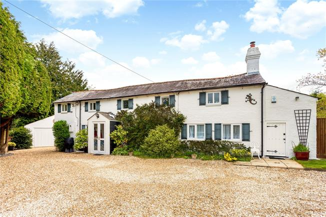 Guide Price £720,000, 3 Bedroom Detached House For Sale in Bishops Green, RG20