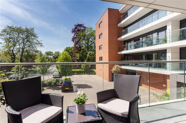 Asking Price £260,000, 2 Bedroom Flat For Sale in Newbury, RG14