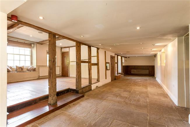 Asking Price £595,000, 6 Bedroom Detached House For Sale in Berkshire, RG17