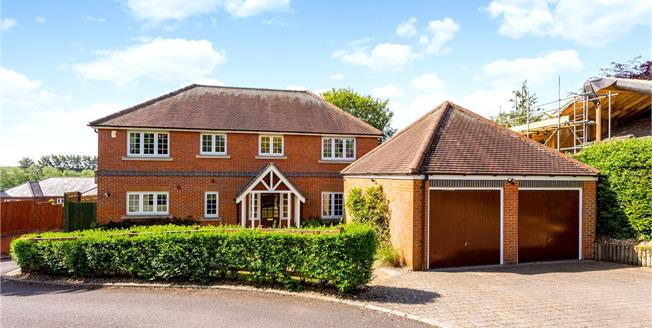 Guide Price £895,000, 5 Bedroom Detached House For Sale in Newbury, RG14