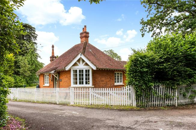 Offers in excess of £600,000, 3 Bedroom Detached House For Sale in Brimpton Common, RG7
