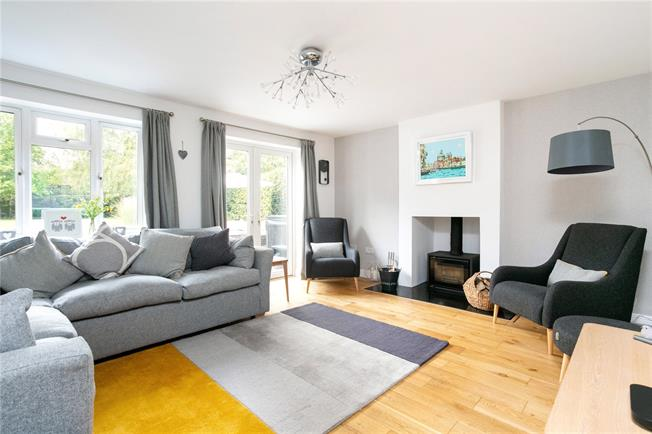 Guide Price £800,000, 4 Bedroom Detached House For Sale in Hermitage, RG18