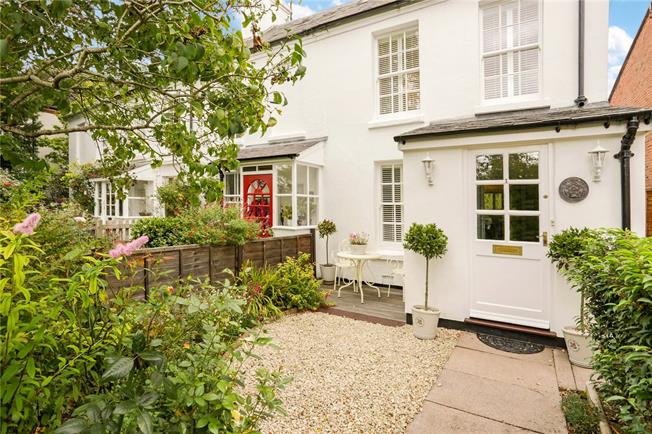 Guide Price £400,000, 2 Bedroom End of Terrace House For Sale in Newbury, RG14