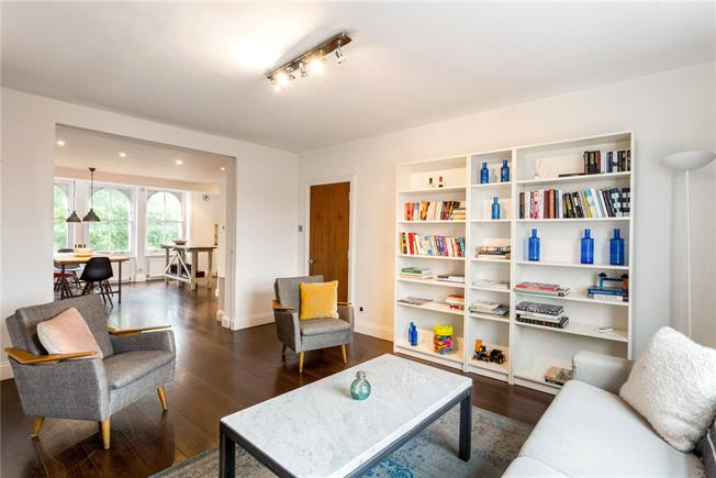 Offers in excess of £1,200,000, 2 Bedroom Flat For Sale in London, W11